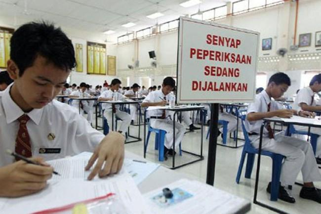 Lộ hết đề thi tốt nghiệp THCS lên mạng mà bộ Giáo dục Malaysia vẫn ngoan cố không cho thi lại khiến các học sinh chăm chỉ uất ức - Ảnh 1.