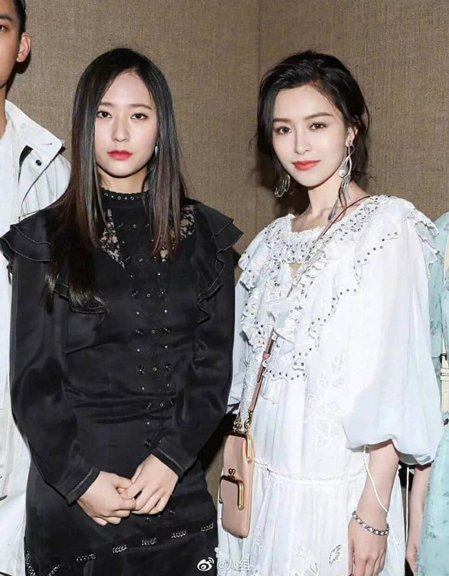 """Khi các mỹ nhân Hoa ngữ và Hàn Quốc đứng chung khuôn hình: Người lên đồ """"sương sương"""" vẫn nhận mưa lời khen, kẻ trang điểm lồng lộn lại bị chê già nua  - Ảnh 10."""