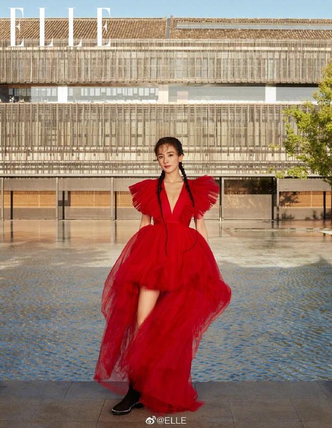 Chồng cũ vừa dính tin đồn hẹn hò gái trẻ, Dương Mịch đã kịp hồi xuân với tóc tết hai bên  - Ảnh 1.