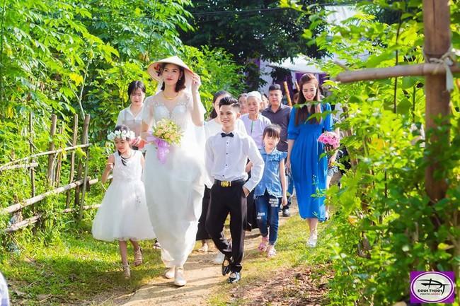 Đám cưới đặc biệt của cô dâu 1m94, chú rể 1m4, nhiếp ảnh gia tiết lộ sự thật đằng sau lời đồn cưới nhau vì gia cảnh giàu có - Ảnh 2.