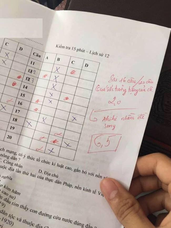 """Thấy học sinh sai 16/20 câu trong bài kiểm tra, cô dạy Sử nhận xét 1 câu """"quá sức tưởng tượng"""" nhưng cái kết mới hài hước - Ảnh 1."""