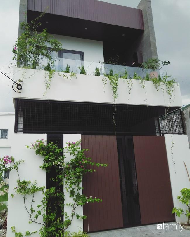 Nhà phố không cần lắp điều hòa vẫn thoáng mát, dễ chịu nhờ thiết kế giếng trời hợp lý ở Đà Nẵng - Ảnh 1.