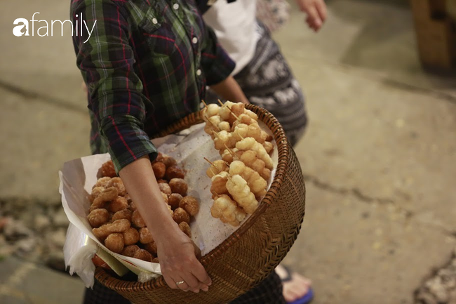 """Đến phố cafe đường tàu Phùng Hưng, nhâm nhi ăn gì uống gì ngồi chờ tàu cho hợp """"mốt""""? - Ảnh 21."""