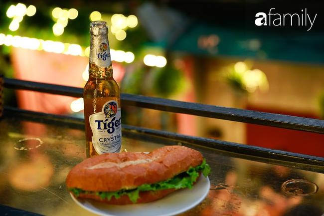 """Đến phố cafe đường tàu Phùng Hưng, nhâm nhi ăn gì uống gì ngồi chờ tàu cho hợp """"mốt""""? - Ảnh 18."""