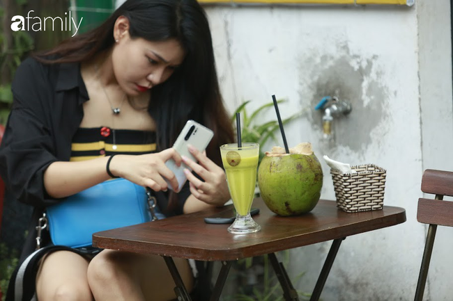 """Đến phố cafe đường tàu Phùng Hưng, nhâm nhi ăn gì uống gì ngồi chờ tàu cho hợp """"mốt""""? - Ảnh 8."""