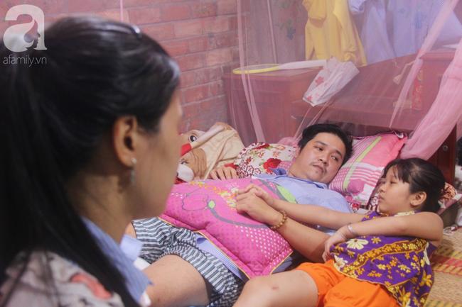 Con gái 7 tuổi bị gãy chân, chồng nằm liệt giường, người vợ bệnh tật khẩu cầu sự giúp đỡ sau vụ tai nạn kinh hoàng - Ảnh 7.