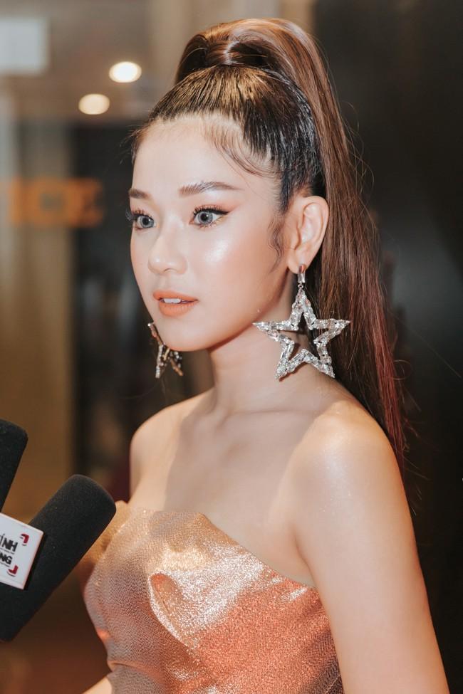"""Phim toàn cảnh 18+ của sao nữ """"Thất Sơn Tâm Linh"""" ra mắt, Hoàng Yến Chibi khóc nức nở khiến ai cũng chạnh lòng - Ảnh 3."""