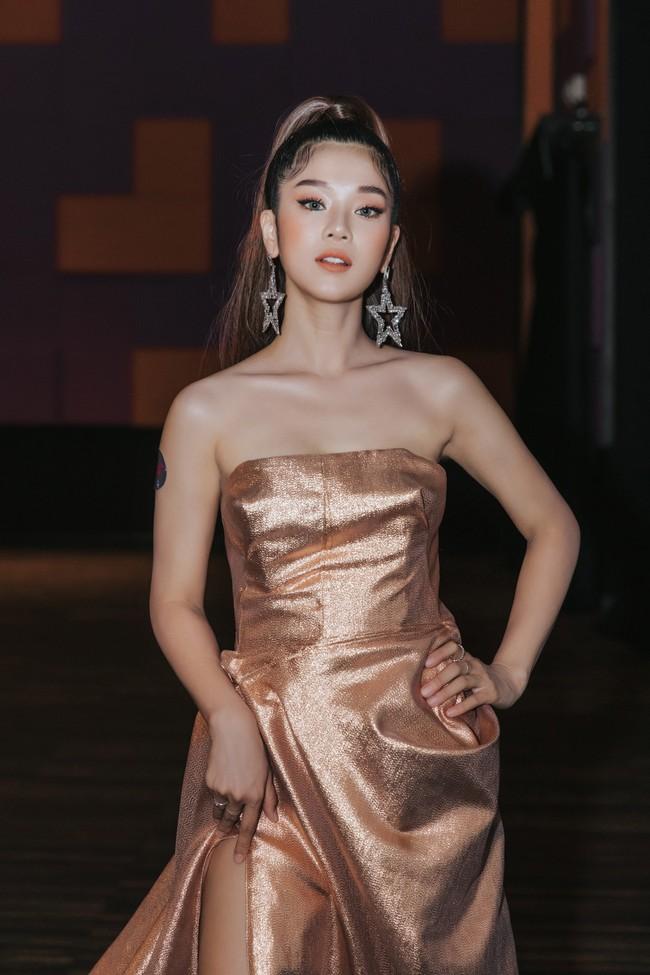 """Phim toàn cảnh 18+ của sao nữ """"Thất Sơn Tâm Linh"""" ra mắt, Hoàng Yến Chibi khóc nức nở khiến ai cũng chạnh lòng - Ảnh 4."""