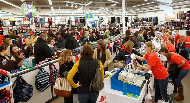 6 lời khuyên cho việc mua sắm quần áo trong cửa hàng đang sale lớn - Ảnh 3.