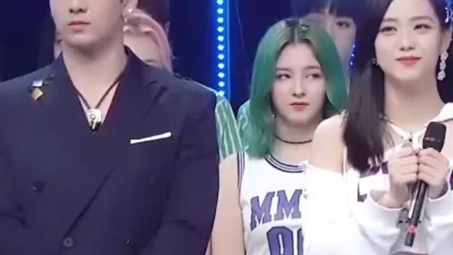 """MOMOLAND từ hiện tượng châu Á trở thành """"con ghẻ"""": Hết bị fan BTS, BLACKPINK phốt thái độ lại bị người trong cuộc tố giả taọ, vì sao thế này? - Ảnh 5."""