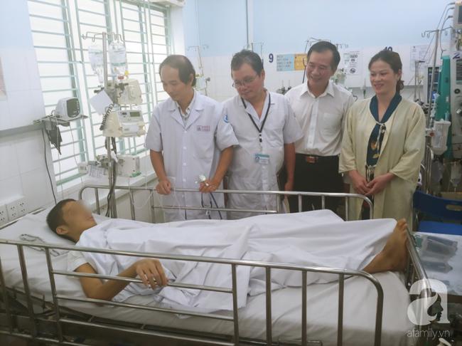 """TP.HCM: Bé trai bị sốt xuất huyết rất nặng, chỉ còn """"1% hi vọng sống"""" được cứu sau hơn 2 tháng điều trị - Ảnh 3."""