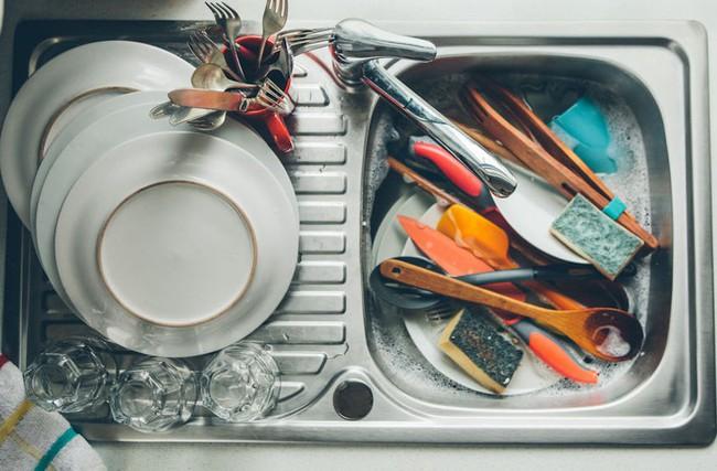 """Những vật dụng chứa cả """"ổ"""" vi khuẩn trong nhà và cách làm sạch đơn giản không ngờ - Ảnh 1."""