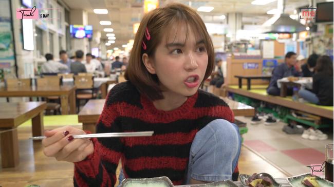 """Tung vlog du hí Hàn Quốc cùng ngày với Vũ Khắc Tiệp, Ngọc Trinh gây sốc vì ăn sống loài cá có tên gọi """"nhạy cảm"""" - Ảnh 13."""
