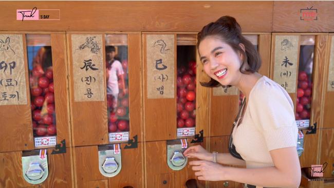 """Tung vlog du hí Hàn Quốc cùng ngày với Vũ Khắc Tiệp, Ngọc Trinh gây sốc vì ăn sống loài cá có tên gọi """"nhạy cảm"""" - Ảnh 14."""