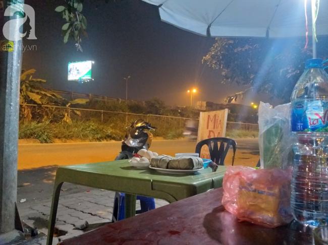 Các hàng quán ở khu vực chân cầu Thanh Trì đều không xa lạ với hình ảnh người phụ nữ thường xuyên xuất hiện