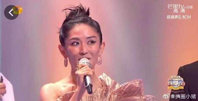 """""""Nữ MC số 1 Trung Quốc"""" Tạ Na lại gây náo loạn với nhan sắc bị makeup hại, netizen ví von như Bao Thanh Thiên - Ảnh 6."""