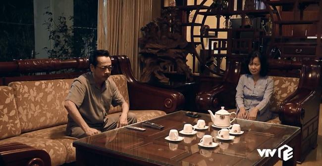 """""""Sinh tử"""" tập 6: Đang bận ôm ấp Trinh (Quỳnh Nga), Bạt bị bố gọi điện """"đòi ghế"""" vì quá hư hỏng - Ảnh 3."""