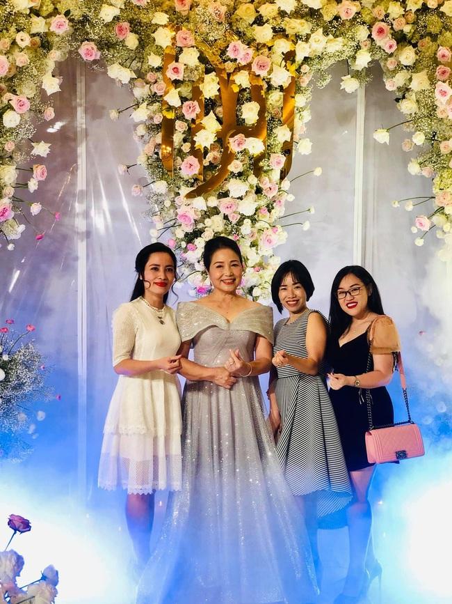 """Không rình rang như đám cưới Đông Nhi, Mie Nguyễn vẫn là cô dâu lộng lẫy, song nhan sắc của mẹ đẻ hot girl 9X mới thực sự """"phá đảo"""" - Ảnh 6."""
