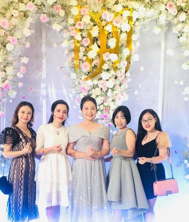 """Không rình rang như đám cưới Đông Nhi, Mie Nguyễn vẫn là cô dâu lộng lẫy, song nhan sắc của mẹ đẻ hot girl 9X mới thực sự """"phá đảo"""" - Ảnh 5."""