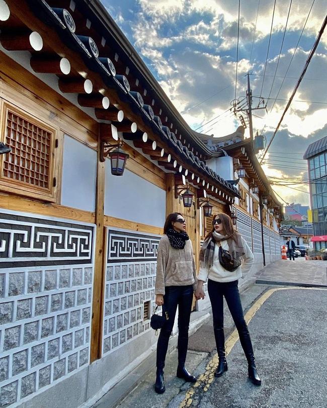 Kỳ Duyên nắm chặt tay Minh Triệu cùng sang Hàn đón sinh nhật tuổi 23 - Ảnh 2.