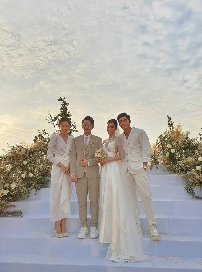 Rút kinh nghiệm từ dàn khách mời tại đám cưới Đông Nhi: Dự đám cưới ngoài bờ biển tốt nhất là để giày gót cao ở nhà hết - Ảnh 6.