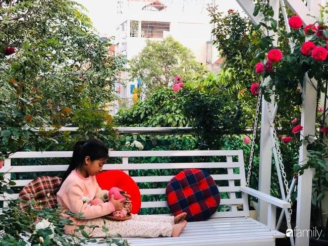 70 gốc hồng khoe hương sắc trên sân thượng nhờ tình yêu và tâm huyết chăm cây của cô giáo xứ Thanh - Ảnh 14.