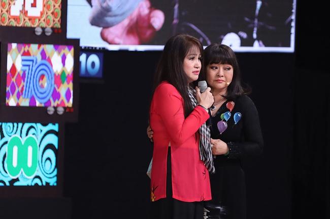 """""""Ký ức vui vẻ"""": Hương Lan khóc nghẹn, Quyền Linh kể chuyện sốt rét rừng nặng đến mức muốn bỏ nghề  - Ảnh 3."""