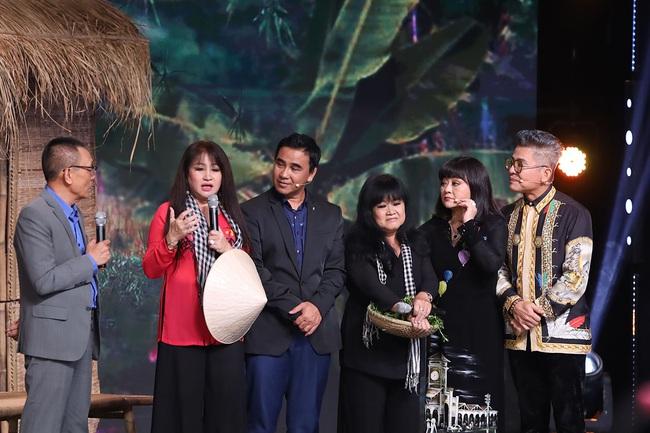 """""""Ký ức vui vẻ"""": Hương Lan khóc nghẹn, Quyền Linh kể chuyện sốt rét rừng nặng đến mức muốn bỏ nghề  - Ảnh 6."""