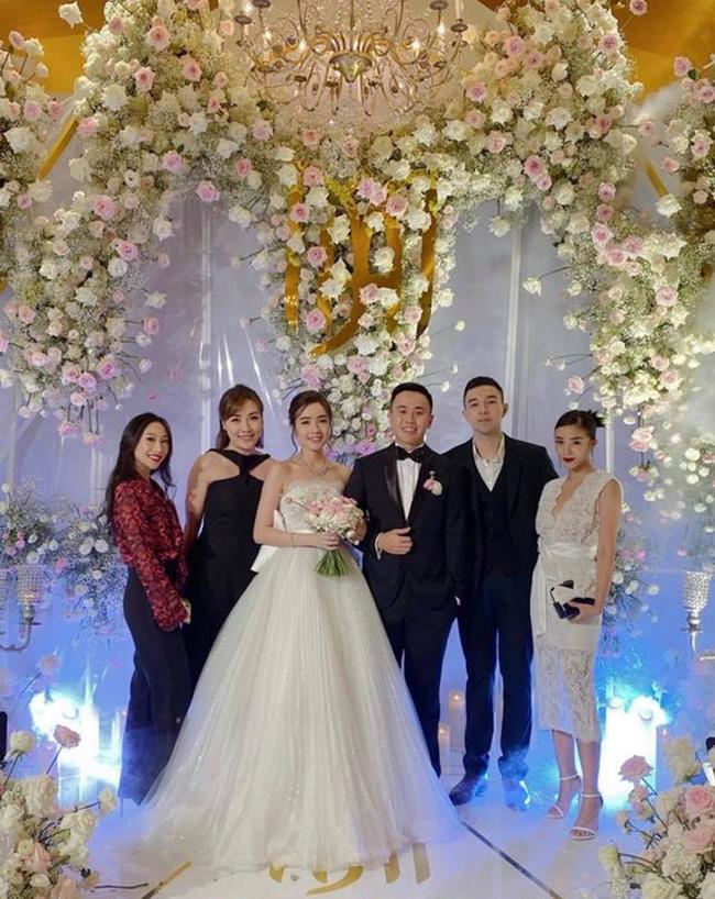 """Không rình rang như đám cưới Đông Nhi, Mie Nguyễn vẫn là cô dâu lộng lẫy, song nhan sắc của mẹ đẻ hot girl 9X mới thực sự """"phá đảo"""" - Ảnh 3."""