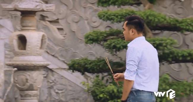 """""""Sinh tử"""" tập 7: Việt Anh điều động Quỳnh Nga tiếp khách gấp nhưng cặp mắt lại không rời khỏi đôi gò bồng đảo """"siêu to khổng lồ"""" - Ảnh 6."""