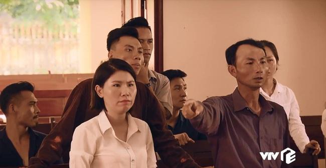 """""""Sinh tử"""" tập 7: Việt Anh điều động Quỳnh Nga tiếp khách gấp nhưng cặp mắt lại không rời khỏi đôi gò bồng đảo """"siêu to khổng lồ"""" - Ảnh 7."""