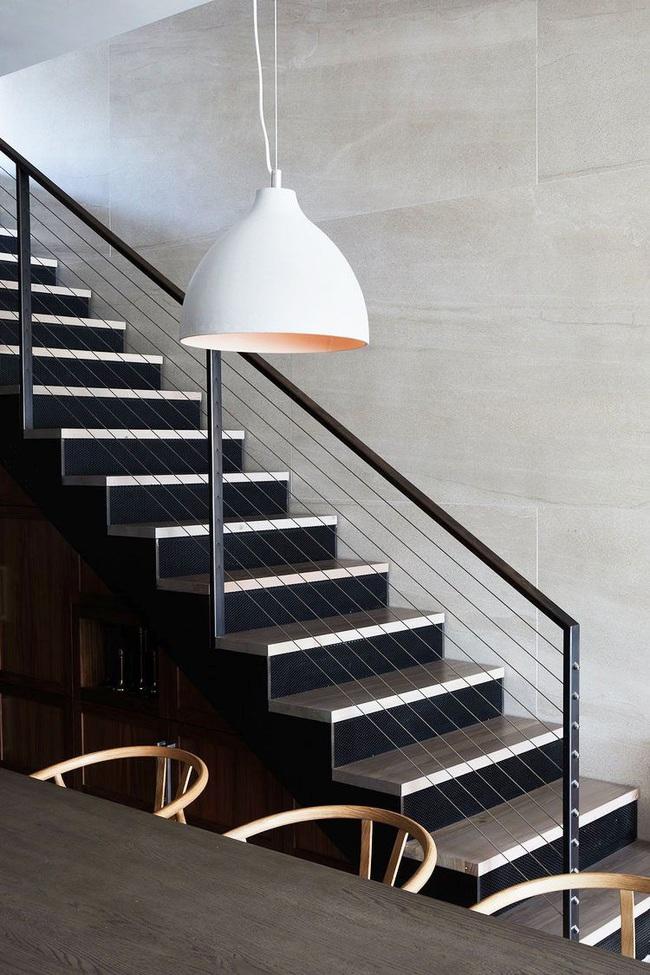 16 cách thông minh để tạo phong cách riêng cho không gian gầm cầu thang, chỉ nhìn thôi bạn đã chết mê - Ảnh 1.