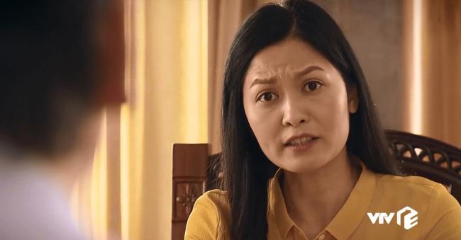 """Hết bán hoa trong """"Về nhà đi con"""", cô Hạnh đổi nghề làm Phó bí thư của """"Sinh tử"""" nhưng tính nết mới là điều gây chú ý - Ảnh 8."""