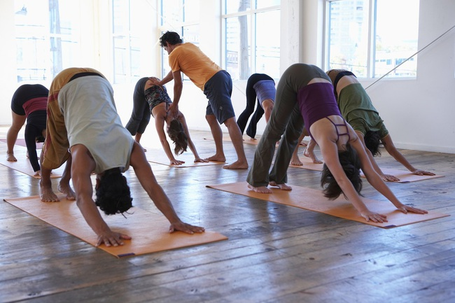"""Yoga và những mặt tối không phải ai cũng nhận ra: Những đụng chạm khiếm nhã từ giáo viên khiến người thực hành phải """"đỏ mặt"""" - Ảnh 4."""