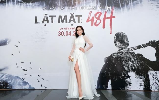 """""""Lật mặt 5"""": """"Mẹ 4 con"""" Minh Hà mặc váy xẻ cao, khoe vóc dáng gợi cảm bên ông xã Lý Hải  - Ảnh 1."""