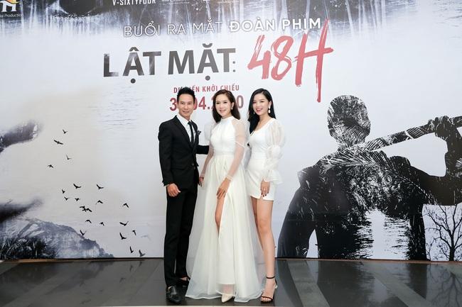 """""""Lật mặt 5"""": """"Mẹ 4 con"""" Minh Hà mặc váy xẻ cao, khoe vóc dáng gợi cảm bên ông xã Lý Hải  - Ảnh 9."""