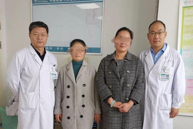 2 chị em ruột tự phát hiện ung thư vú nhờ 1 việc đơn giản, đến bác sĩ cũng phải khen ngợi và yêu cầu mọi người học theo - Ảnh 1.