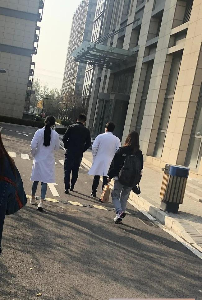 Dương Mịch thủ vai bác sĩ xinh đẹp, cặp kè cùng mỹ nam Bạch Vũ trong phim mới - Ảnh 4.
