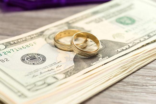 Thiệp đỏ trao tay là đau đầu ngay chuyện tiền mừng, nhưng 6 tips sau sẽ giúp bạn bỏ phong bì đám cưới một cách thông minh - Ảnh 6.
