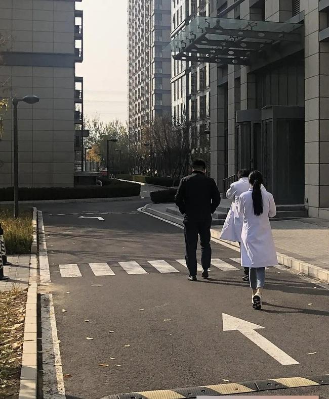 Dương Mịch thủ vai bác sĩ xinh đẹp, cặp kè cùng mỹ nam Bạch Vũ trong phim mới - Ảnh 5.