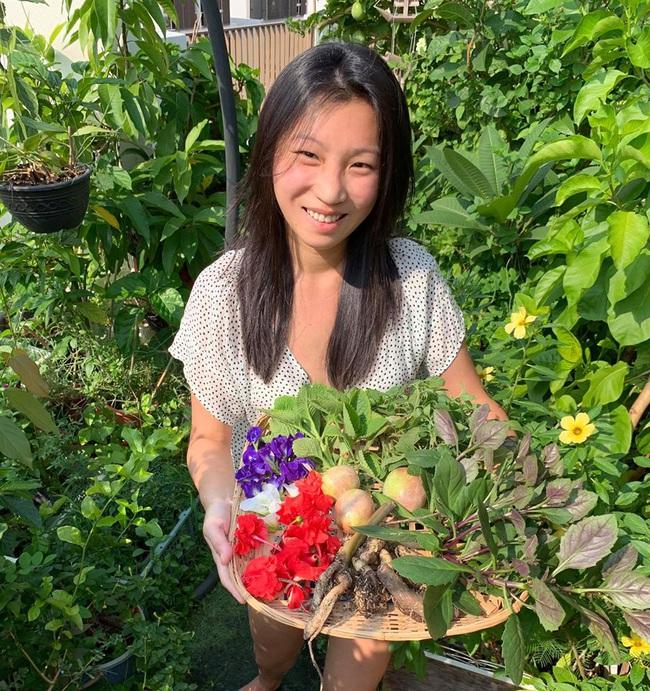 Cô gái trẻ quyết tâm biến sân thượng 20m2 thành khu vườn hữu cơ trồng không thiếu thứ gì khiến ai ngắm cũng ngỡ ngàng - Ảnh 1.