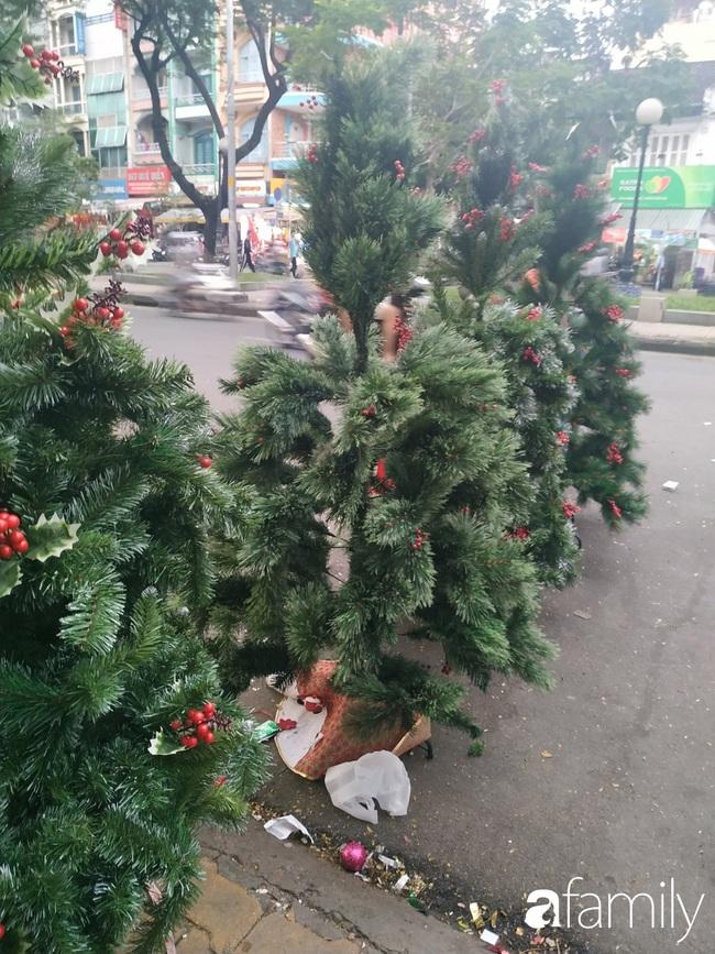 """Tháng 11, không khí Noel đã """"đổ bộ"""" về đường phụ kiện Hải Thượng Lãn Ông nhộn nhịp chốn Sài thành - Ảnh 4."""
