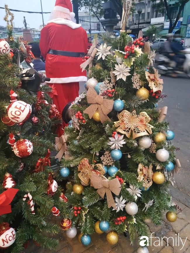 """Tháng 11, không khí Noel đã """"đổ bộ"""" về đường phụ kiện Hải Thượng Lãn Ông nhộn nhịp chốn Sài thành - Ảnh 3."""