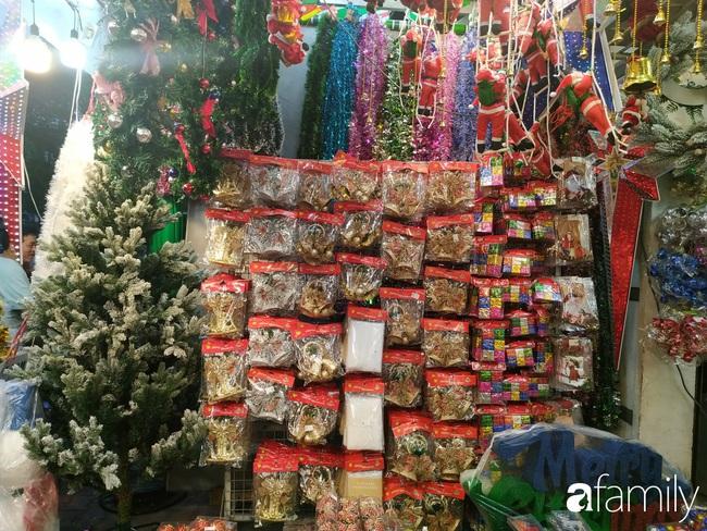 """Tháng 11, không khí Noel đã """"đổ bộ"""" về đường phụ kiện Hải Thượng Lãn Ông nhộn nhịp chốn Sài thành - Ảnh 6."""