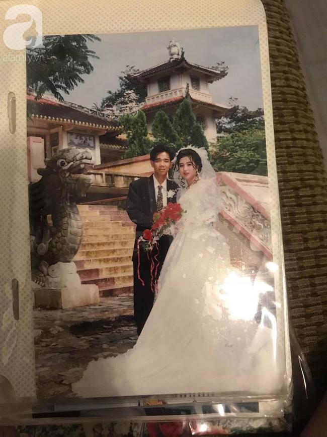 """Chuyện tình """"đời thường"""" của cặp bố mẹ """"nhan sắc chẳng phải dạng vừa"""" ở Nha Trang: 24 năm bên nhau vẫn khiến con cái ghen tị vì quá hạnh phúc! - Ảnh 2."""