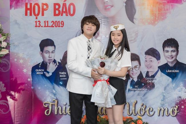 Bỏ qua ồn ào với vợ cũ Xuân Hương, Thanh Bạch xuất hiện với tóc vàng nổi nhất đám đông - Ảnh 10.