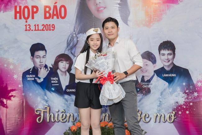 Bỏ qua ồn ào với vợ cũ Xuân Hương, Thanh Bạch xuất hiện với tóc vàng nổi nhất đám đông - Ảnh 11.