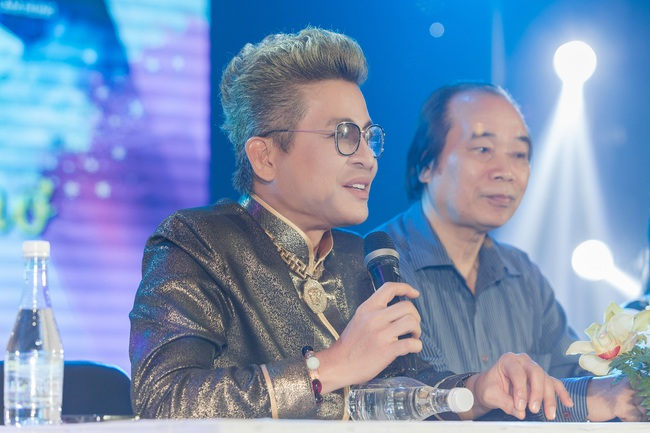 Bỏ qua ồn ào với vợ cũ Xuân Hương, Thanh Bạch xuất hiện với tóc vàng nổi nhất đám đông - Ảnh 3.