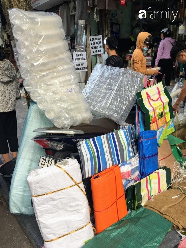 Hàng Chiếu: Phố cổ hiếm hoi còn bán mặt hàng truyền thống như đúng tên gọi, cứ mua đồ cói là nhất định phải tới đây - Ảnh 11.