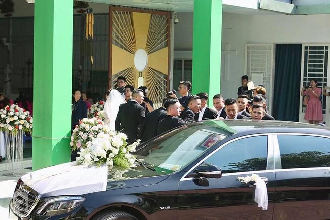 Toàn cảnh lễ rước dâu trong đám cưới Bảo Thy và bạn trai doanh nhân: Cô dâu đã về tới nhà chú rể, an ninh được thắt chặt cả buổi - Ảnh 23.